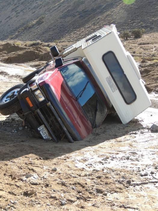 От масшатбного оползня пострадала Калифорния (16 фото)