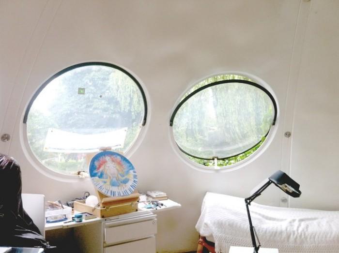 Необычные дома-шары в Нидерландах (11 фото)