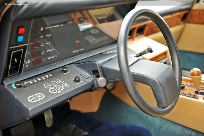 Aston Martin Lagonda с интерьером космического корабля (5 фото)