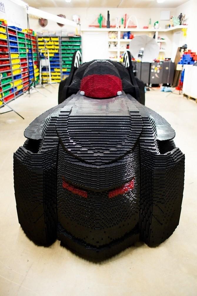 Автомобиль Бэтмена из кубиков LEGO