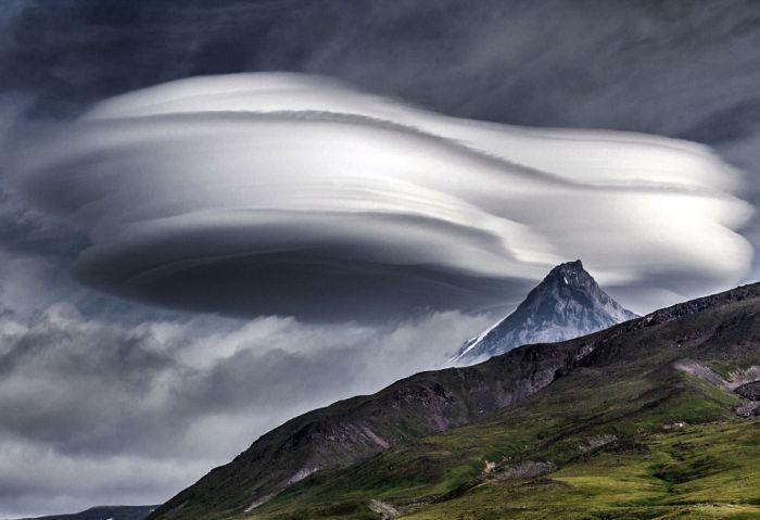 В небе над Камчаткой появились «летающие тарелки»  (6 фото)