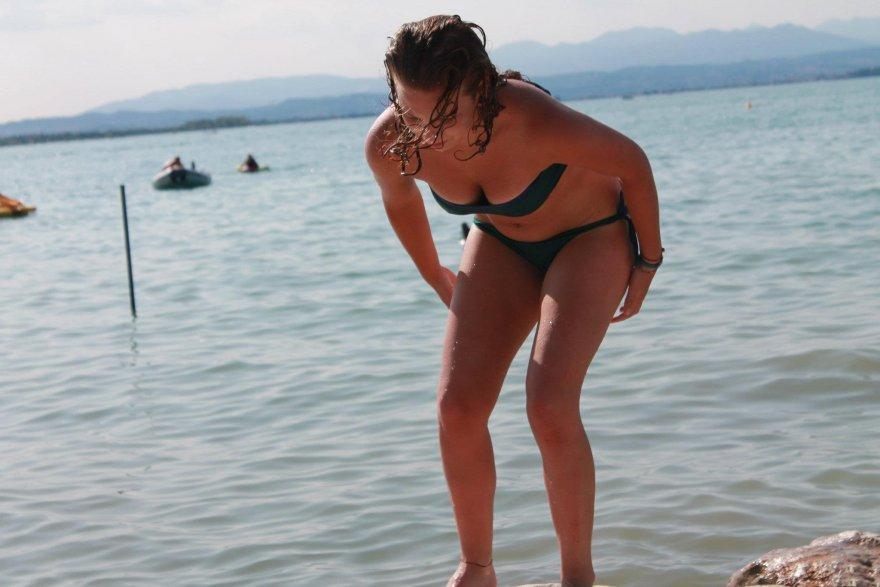 Красивые девушки в купальниках (30 фото)