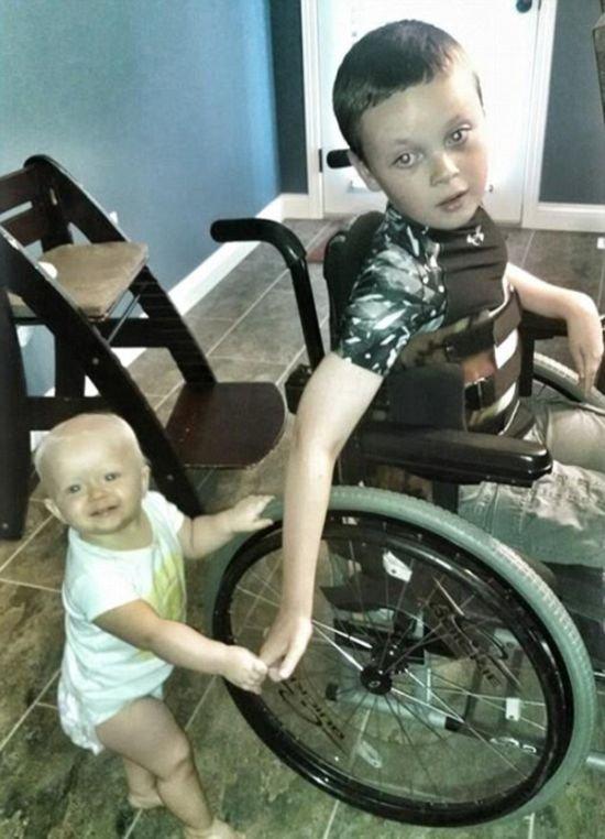 Отец заключил договор с сыном, который помогает им обоим (6 фото)