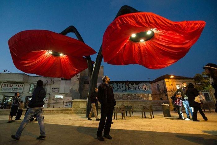 Уникальная конструкция в виде тюльпана (7 фото)