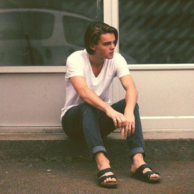 Двойник Леонардо Ди Каприо в молодости работает в шведском баре (14 фото)