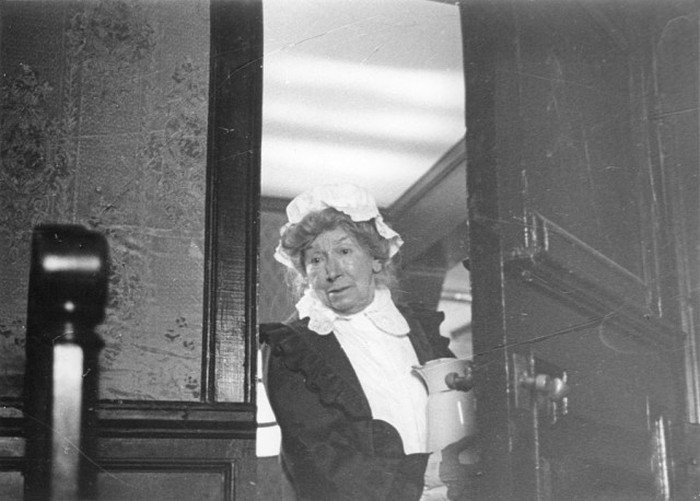 Рина Зеленая на съёмках фильма «Шерлок Холмс и доктор Ватсон» (4 фото)