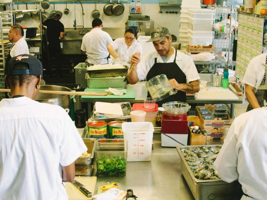 C помощью кафе на колесах Google кормит своих работников бесплатной едой
