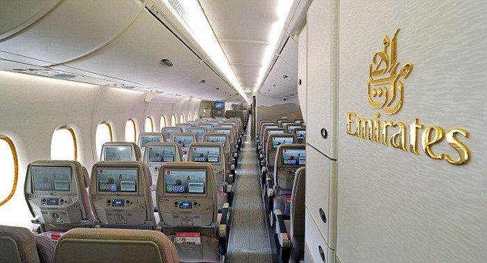 Авиалайнер Airbus A380 на 615 посадочных мест представила авиакомпания Emirates Airline (7 фото)
