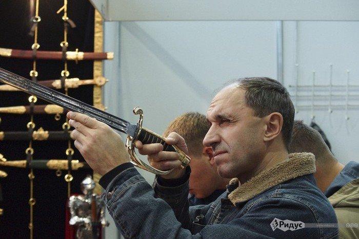 Выставка современного холодного оружия