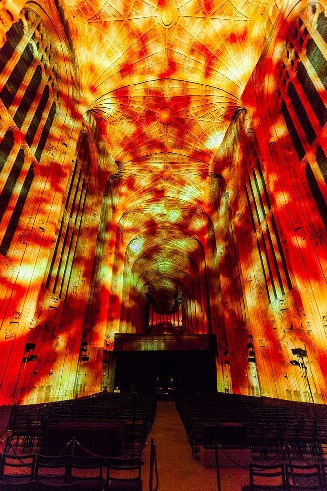 Необыкновенные световые проекции