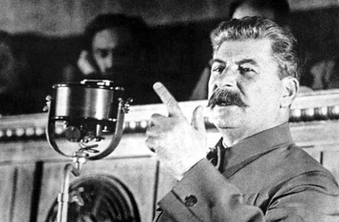 Реакция Сталина на похвалу со стороны Черчилля (2 фото)