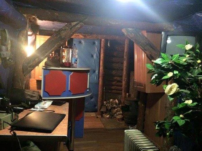 Уютный армейский блиндаж (3 фото)
