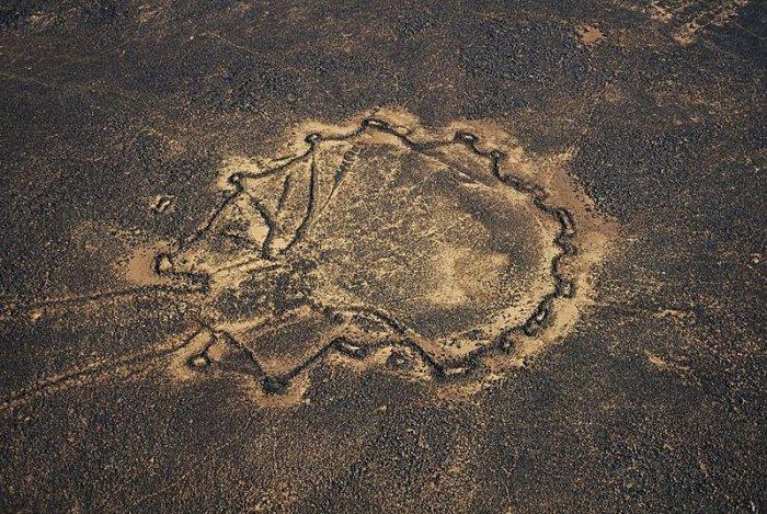 Необъяснимые воздушные змеи пустынь (6 фото)