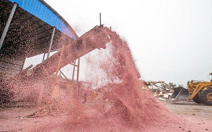 Теплоэлектростанция в Китае использует в качестве сырья деньги (5 фото)