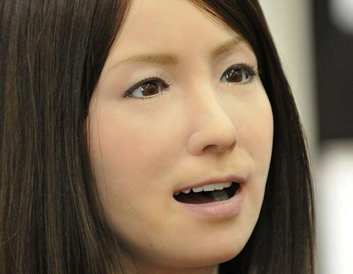 Усовершенствованную женщину-андроида представили в Китае (4 фото)