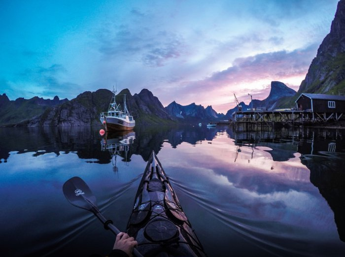 Необыкновенная красота норвежских фьордов из каяка (14 фото)