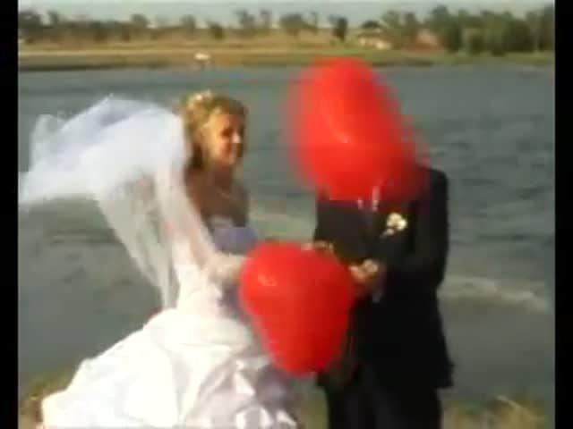 Зрелищный запуск воздушных шаров на свадьбе