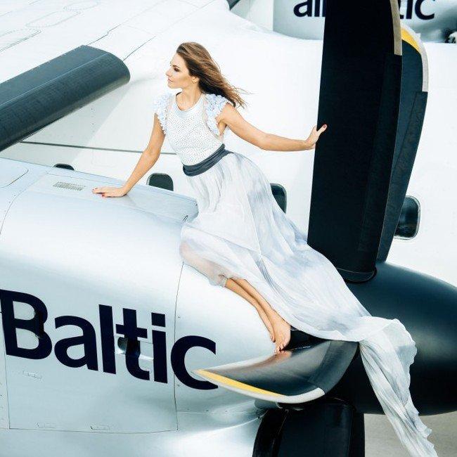 Авиакомпания airBaltic представила календарь на 2016 год со своими стюардессами (12 фото)