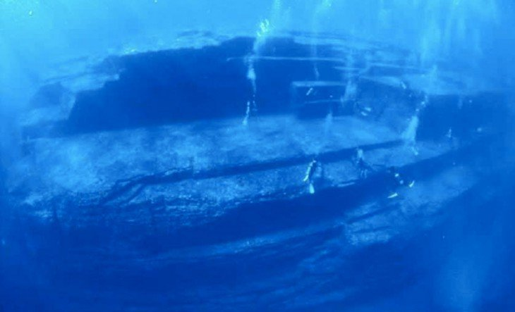 Постройки, спрятанные на дне моря