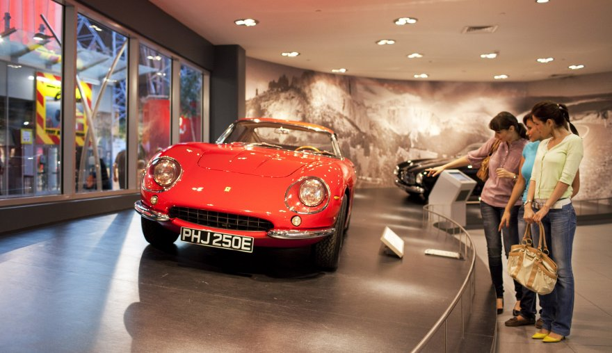 Королевство скорости и автомобилей – Ferrari World
