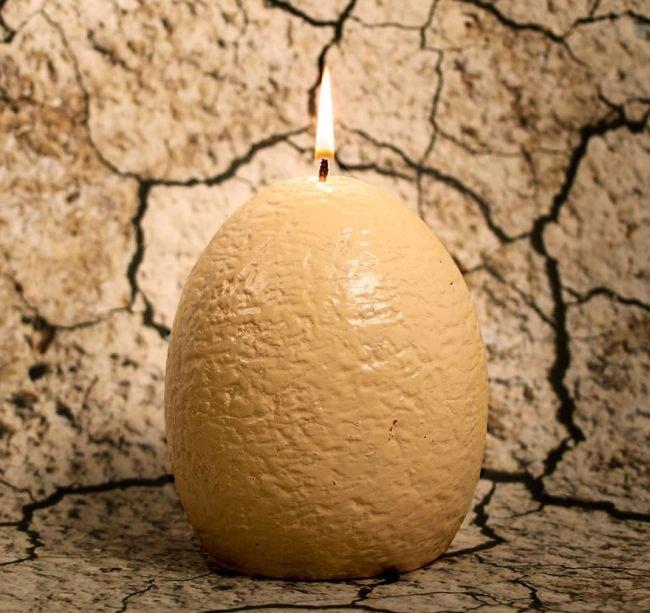 Свеча в форме яйца с сюрпризом внутри (3 фото)