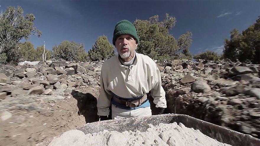 Скульптор 25 лет создавал подземный сказочный мир