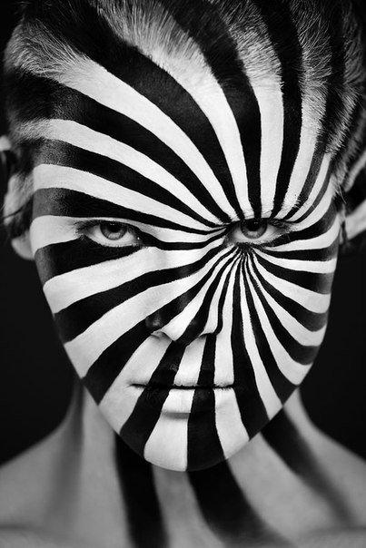 Боди-арт с оптическими иллюзиями