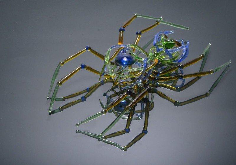 Произведения искусства из стеклотары (16 фото)