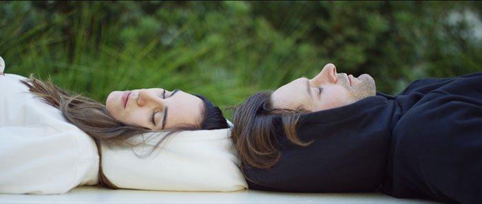 Толстовка, которая позволит вам спать в любом месте (6 фото)