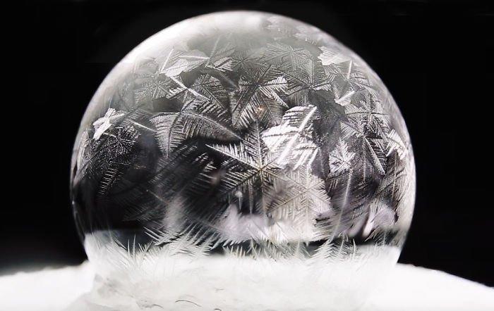 Красивый мыльный пузырь при температуре -15 градусов Цельсия (5 фото)