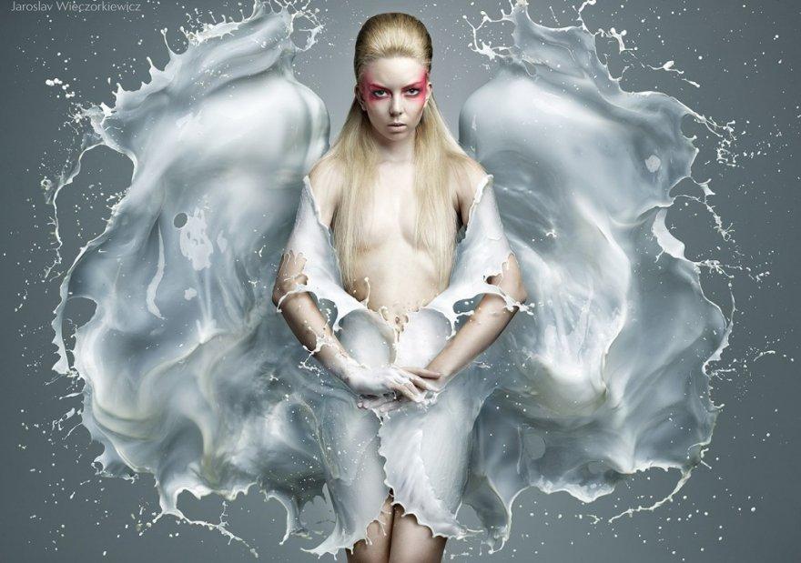 Девушки в фантастических платьях из молока