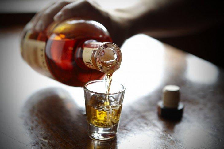 Несколько причин по которым вы можете выпивать по рюмочке виски в день