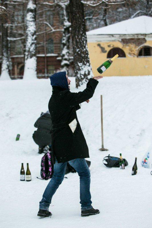 Прошёл первый чемпионат по стрельбе пробками от шампанского в Санкт-Петербурге