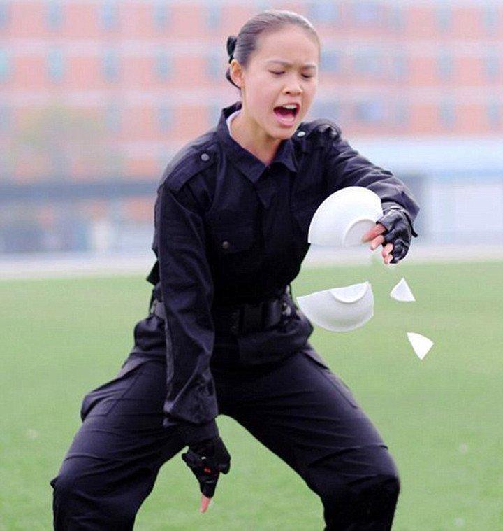 Тренировки китайских стюардесс