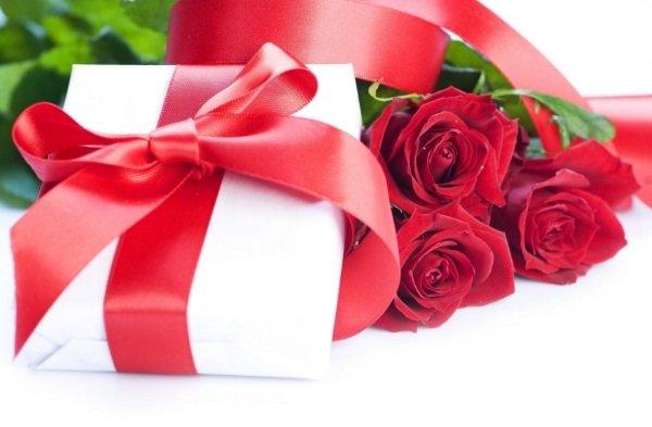 Что дарить девушке на 14 февраля?