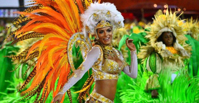 Знойные бразильянки на карнавале в Рио-де-Жанейро (22 фото)