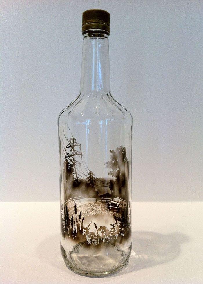 Необычные картины дымом внутри бутылок
