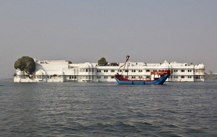 Плавающий дворец озера Пичола