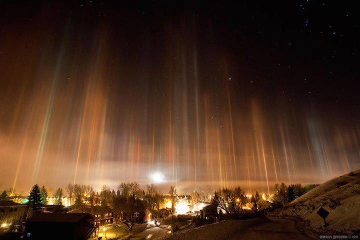 Редкое атмосферное явление – световые столбы, поражающие своей красотой