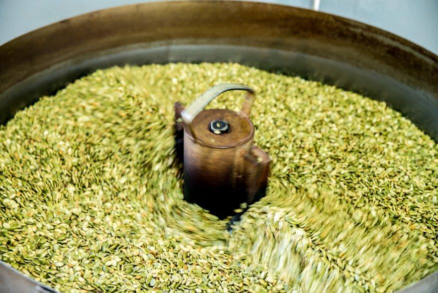 Приготовление дагестанского деликатеса – урбеч