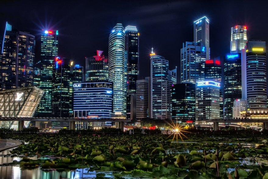 Сингапур ночью