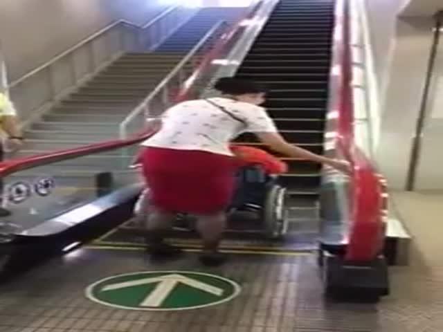 Эскалатор для инвалидов в Японии