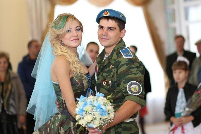 Необычная армейская свадьба в стиле ВДВ (14 фото)