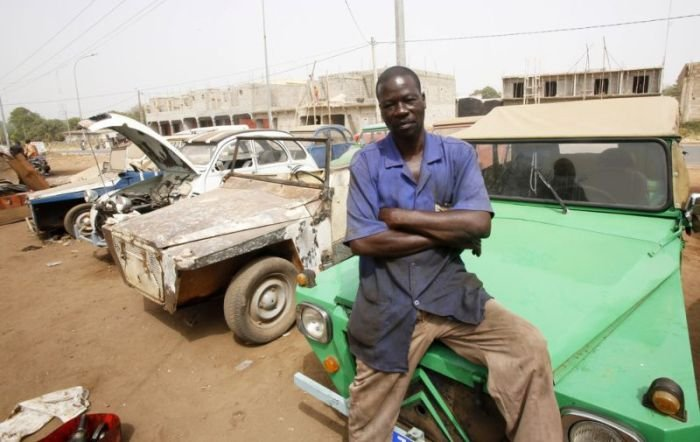 Обыкновенная автомастерская в Африке (10 фото)