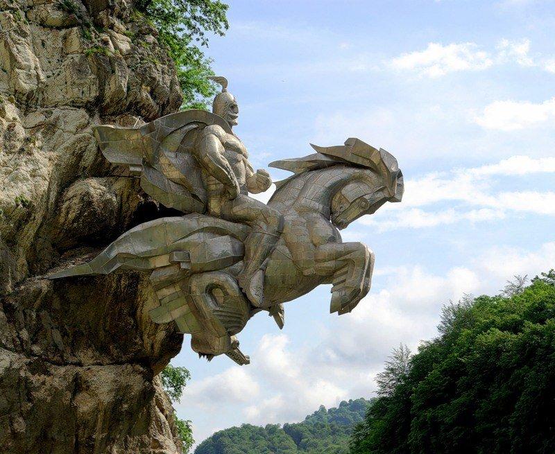 Памятник Георгию Победоносцу во Владикавказе