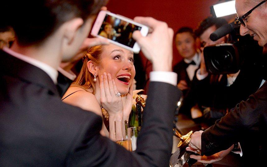 Что происходило после церемонии в серии забавных фото из соцсетей звезд