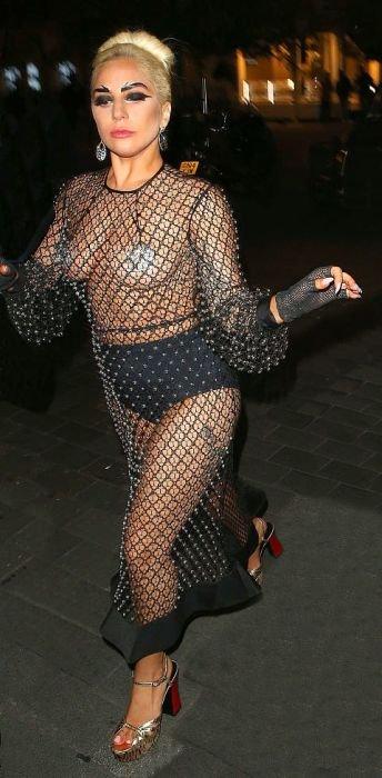 Самые экстремальные платья звезд (30 фото)
