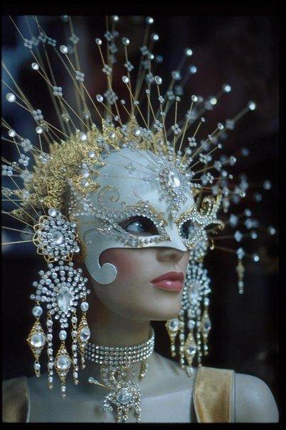 Коллекция интересных венецианских масок