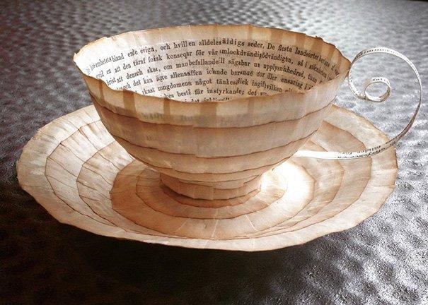 Бумажные чашки, блюдца и другие предметы из старых книг