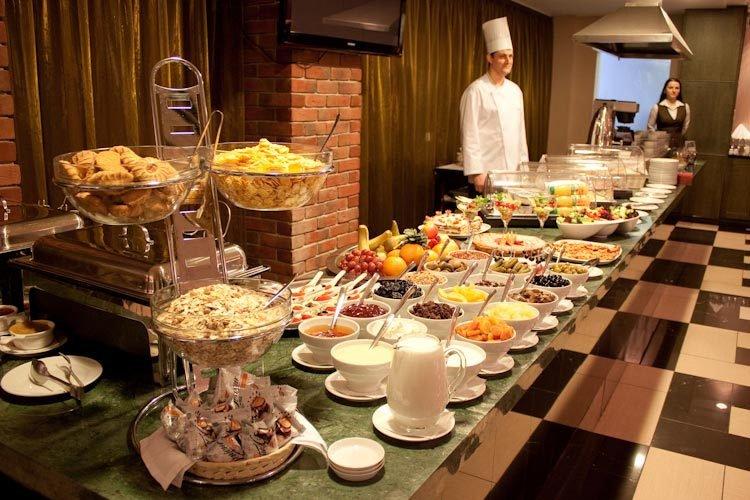 Почему в отелях предлагают именно шведский стол?